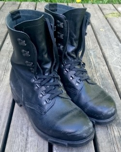boots-940422_1920